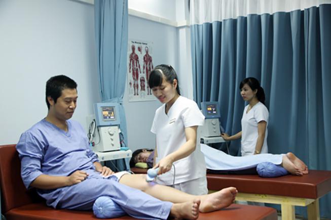 chữa thoái hóa khớp bằng vật lý trị liệu
